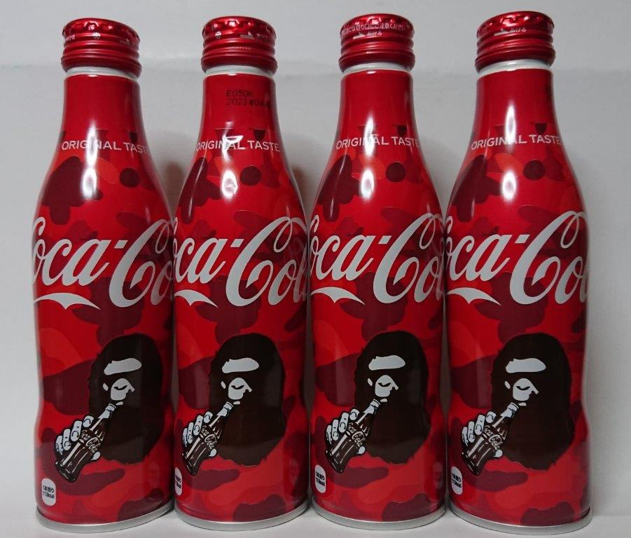 コカ・コーラとアパレルブランド、A BATHING APEとのコラボデザインボトル2種